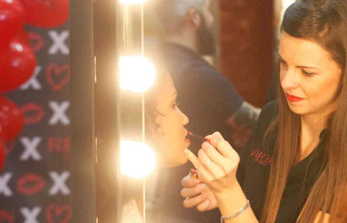 AllStaff-maquilladora-Revlon.